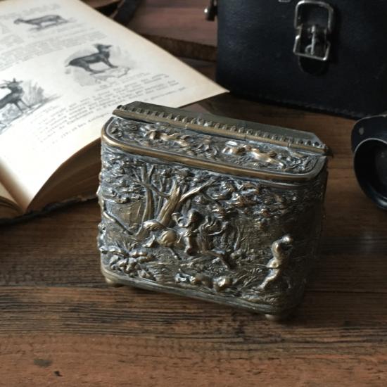 フランスアンティーク 真鍮とガラスの懐中時計ケース(狩猟風景)