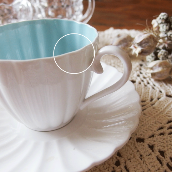 スージークーパー カップ&ソーサー ボーンチャイナ(白とブルーのフルートパターン)