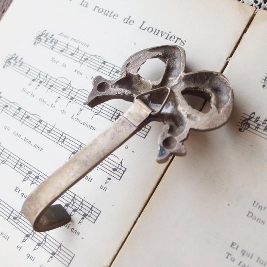 フランス リボンモチーフ 鋳物のアンティークフック