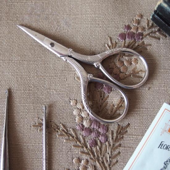ヴィクトリアン マザーオブパールのお裁縫道具セット(革製ケース付き)