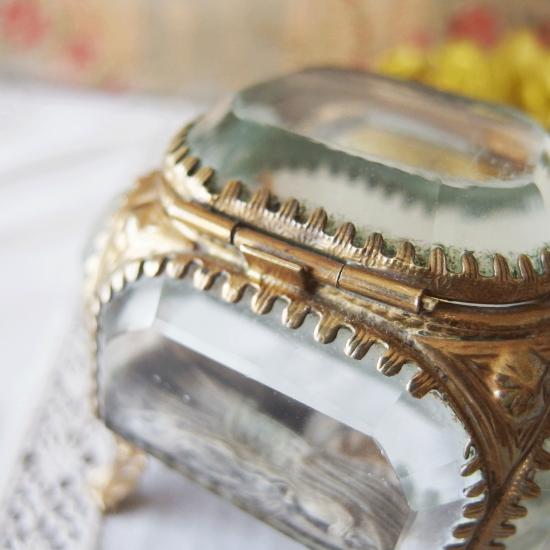 フランスアンティーク ベベルガラスとオルモルのジュエリーボックス