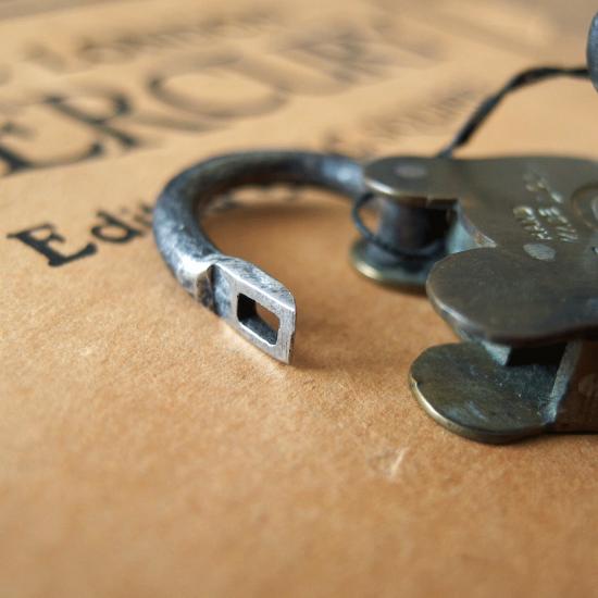 イギリス アンティーク南京錠 小さなクマ鍵