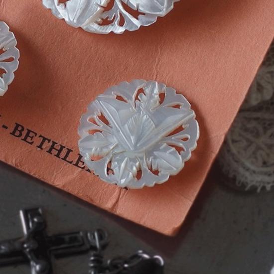 ヴィンテージ 百合のベツレヘムパール ブローチとイヤリングのセット