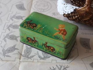 ベルギー製 アンティーク 子供とうさぎのシロップ缶