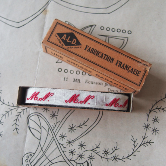 フランスアンティーク イニシャル刺繍テープ(M.N.)