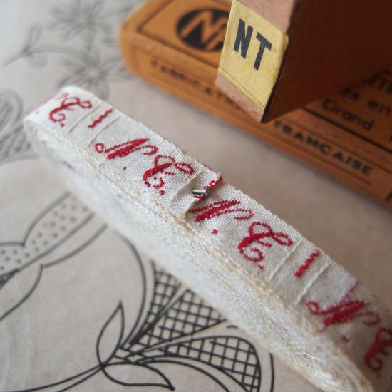 フランスアンティーク イニシャル刺繍テープ(N.T.)