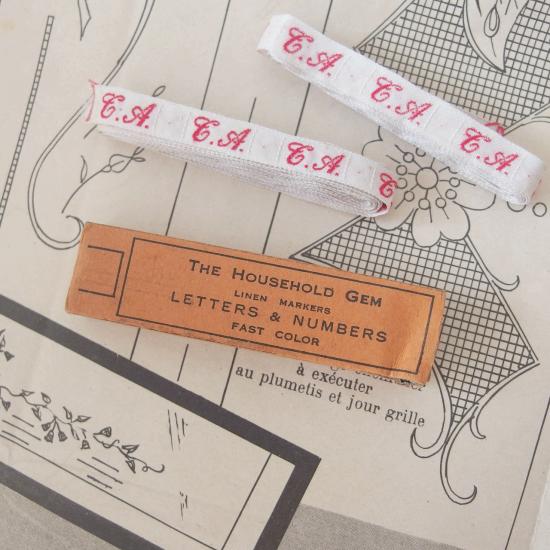 フランスアンティーク イニシャル刺繍テープ(T.A.)