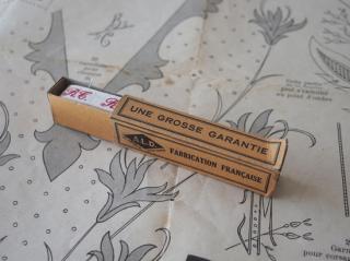 フランスアンティーク イニシャル刺繍テープ(R.T.)