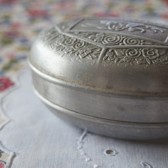 フランスアンティーク お花模様のSavon Cadum石鹸用 アルミ缶 アルミケース