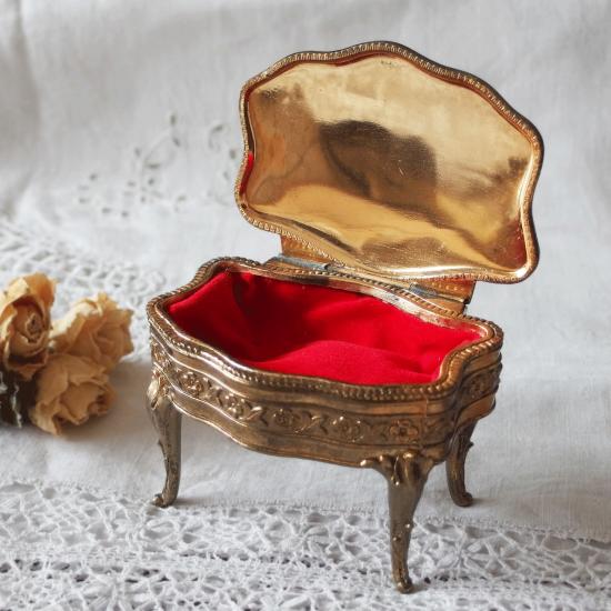 フランス ヴィンテージ 猫足のジュエリーボックス(真鍮プレート)