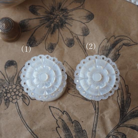 ヴィクトリアン マザーオブパールの糸巻き お花のコットンリール(2)