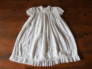 ヴィンテージ 洗礼式用 クレープ・デ・シン(フランス縮緬)のベビードレス