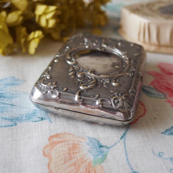 フランスアンティーク お花とロカイユ シガレットケース シルバープレート製