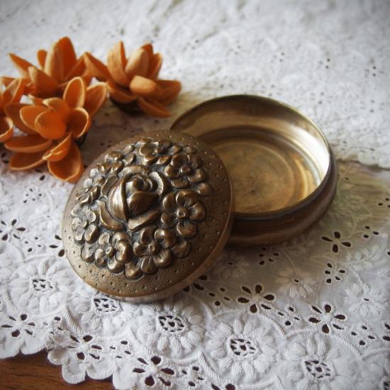 フランスアンティーク 真鍮製 薔薇とお花の小物入れ ジュエリーボックス