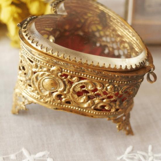 ヴィンテージ オルモル装飾 ベベルガラス ハート型のジュエリーボックス