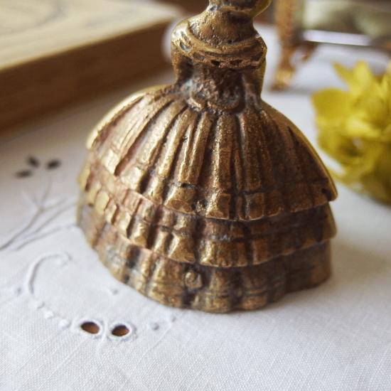 フランスアンティーク 真鍮製 貴婦人の小さなハンドベル(呼び鈴)