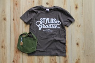 STYLUS & GROOVE | LOGO T-SHIRT Charcoal & Root Pouch Green with handle 1gal(3.8L)