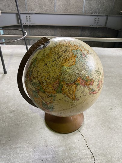 The REVERE 12 Inch Globe by Replogle®<br />リプルーグルのアンティークの地球儀(12インチ)