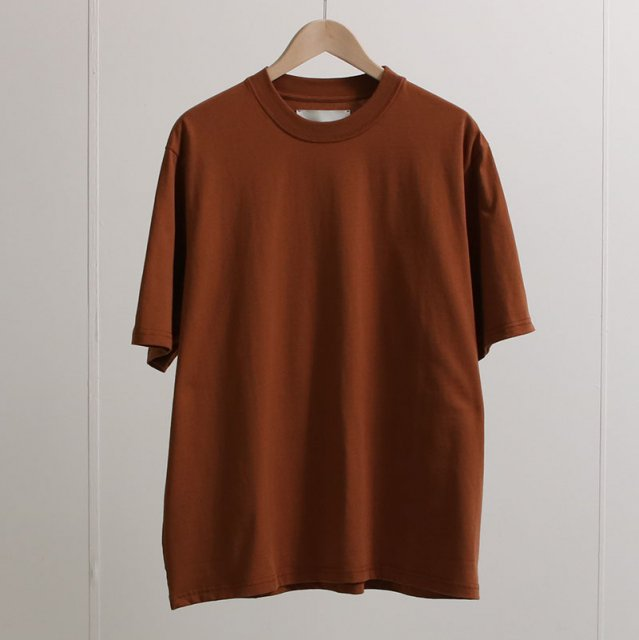 【2021 S/S】【STUDIO NICHOLSON】LW COMPACT COTTON BRANDED EASY FIT SHORT SLEEVE T-SHIRT TRUFFLE