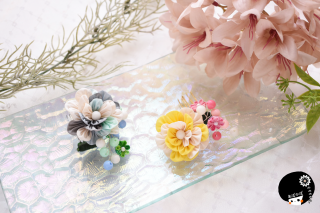 フリルのようなお花×ポップなビーズつまみ細工 <br>4950円(税込)