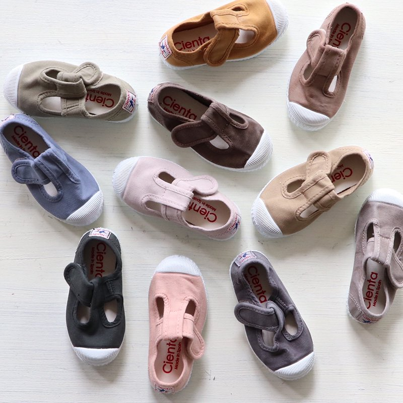 【1月末入荷次第お届けのご予約】Cienta(シエンタ)<br>キッズ Tストラップシューズ 靴<br>スニーカー 77