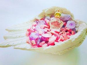 アネラが選ぶあなたの心を満たす天使の小皿〜メモリーオイルを添えて〜