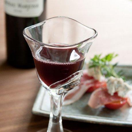 ゆらめくワイングラス