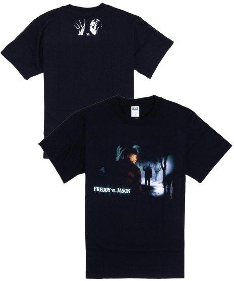 フレディー対ジェイソン ( Freddy Vs Jason ) 映画  メンズTシャツカラー:ブラック<br>サイズ:S〜L<br>フレディー対ジェイソンのデザインです。