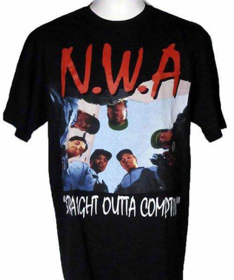 NWA ストレイト・アウタ・コンプトン バンドTシャツカラー:ブラック<br>サイズ:M〜XL<br>定番ストレイト・アウタ・コンプトン