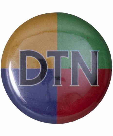 ダウン トゥー ナッシング ( Down To Nothing ) バンド缶バッチカラー:4色<br>サイズ:25mm<br>4色でDTN ( 略)の文字