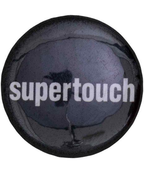 Supertouch バンド缶バッチ Logoカラー:ブラック・ホワイト<br>サイズ:25mm<br>スブラックにホワイトのロゴデザイン