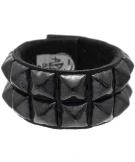 スタッズブレスレット 本革黒 2連ブラックピラミッド パンクロックカラー:ブラック<br>サイズ:S〜L<br>ブラックレザーにブラックピラミッドを2列で配置したモデル。