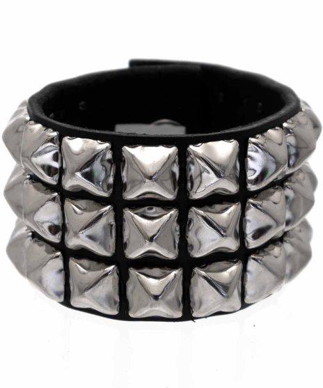 スタッズブレスレット 本革黒 3連シルバーピラミッド パンクロックカラー:ブラック<br>サイズ:S〜L<br>定番のブラックレザートシルバーピラミッドの3連モデル