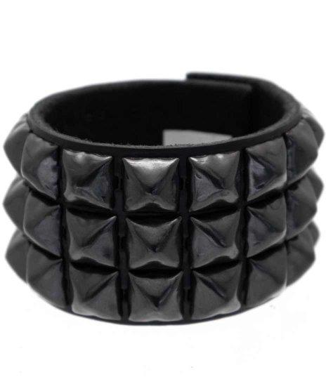 スタッズブレスレット 本革黒 3連ブラックピラミッド パンクロックカラー:ブラック<br>サイズ:S〜L<br>3列にブラックピラミッドをブラックレザーに配置したモデル