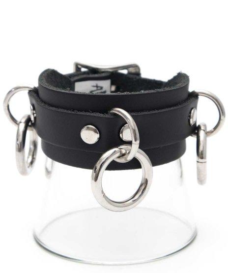 リングブレスレット 本革黒 ボンデージトリプルリング パンクロックカラー:ブラック<br>サイズ:S〜L<br>定番の3つのリングが付いたレザーリストバンド
