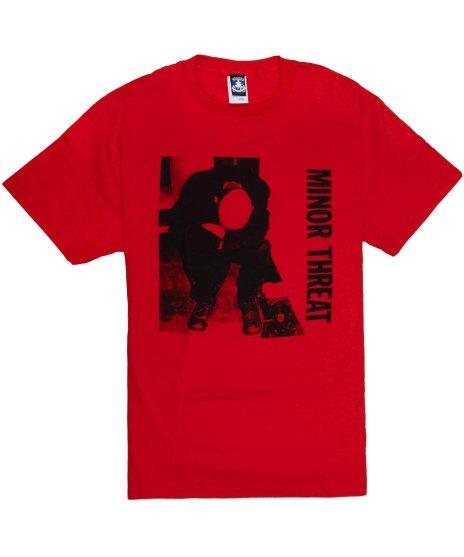 マイナー スレット ( Minor Threat ) Ian Photo バンドTシャツカラー:レッド<br>サイズ:L<br>マイナースレット定番のイアンマッケイの写真