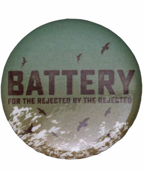 Battery バンド缶バッジ Cover Artworkサイズ:直径約32mm<br> 素材:スチール製<br>「For The Rejected By The Rejectedのアートワーク