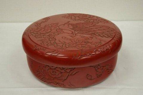 孔雀文の茶櫃/ 松谷  (村上堆朱・新潟県伝統工芸品)