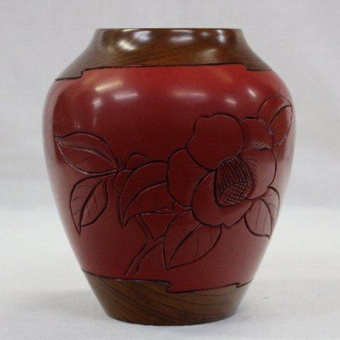 欅無垢材の椿文花瓶 / 作者不詳  (村上堆朱)