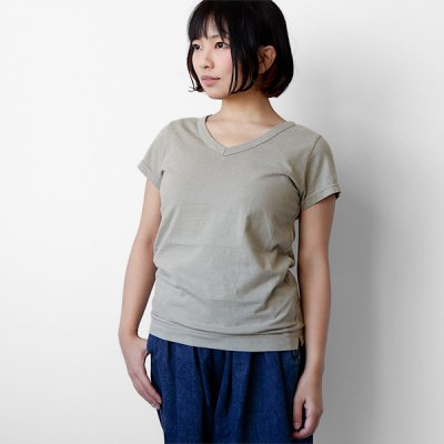<img class='new_mark_img1' src='https://img.shop-pro.jp/img/new/icons41.gif' style='border:none;display:inline;margin:0px;padding:0px;width:auto;' />【20%OFF】V-neck S/S-T -FABRIQUE en planete terre-