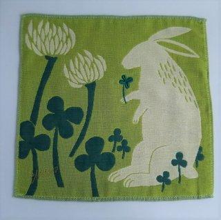 ウサギと白詰草/挿絵画家morita MiWと楠橋紋織のコラボブランド/ 3重織りガーゼハンカチ