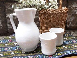 ルーマニア トランシルバニアの白い陶器 ピッチャー