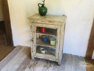 インドの小さなガラス戸棚