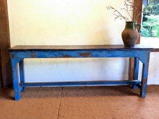 インドの古い空色のベンチ 2