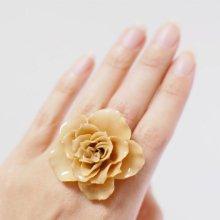 白い薔薇の指輪・アイボリー