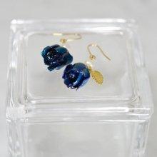 薔薇の蕾ピアス・ブルー(藍色)