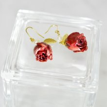 薔薇の蕾ピアス・レッド