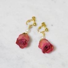 薔薇の蕾イヤリング・ピンク(薄紅)