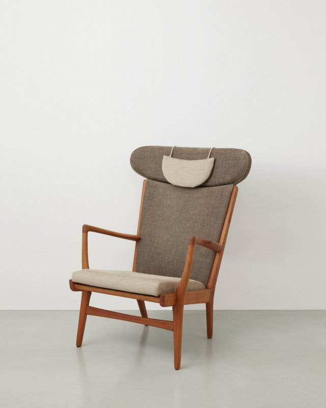 Hans J Wegner  Easy chair AP16