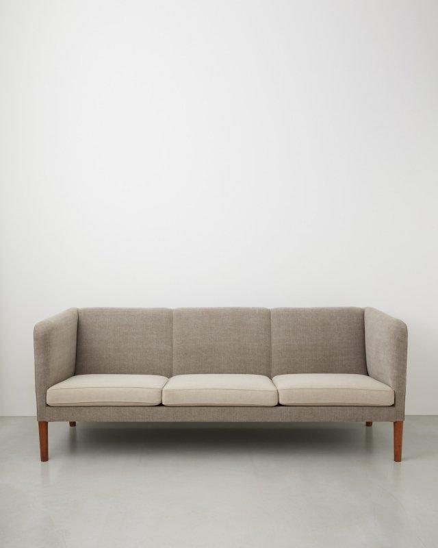 Hans J Wegner  Sofa AP18